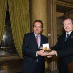 Philippe Barrois riceve il Premio Galeno per l'innovazione del farmaco per la molecola fingolimod dalle mani del prof. Giorgio Racagni