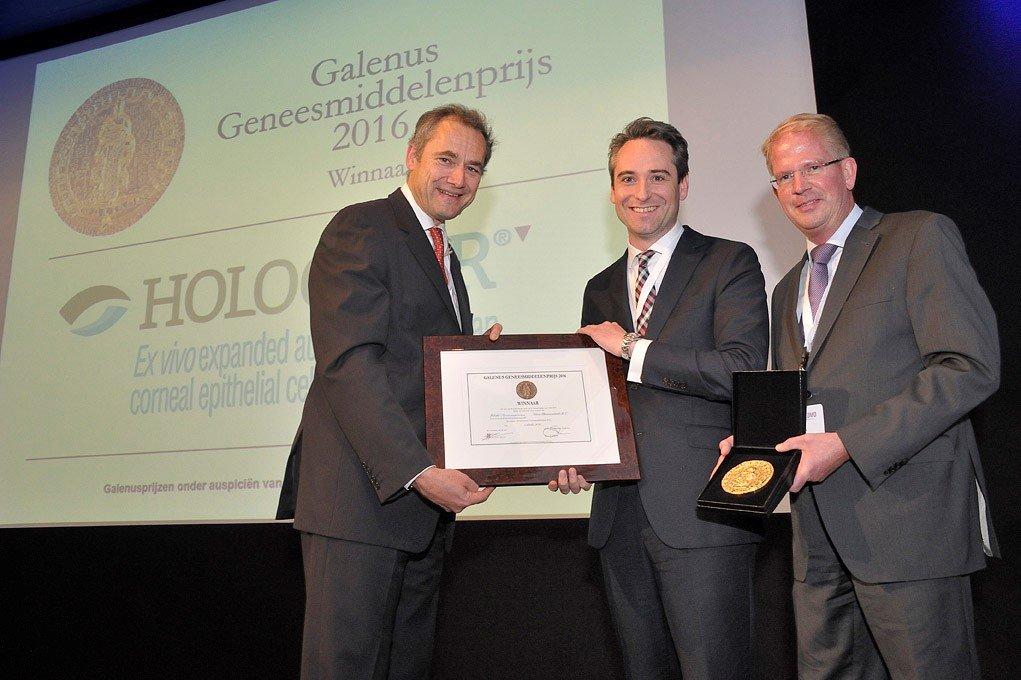 Edizione olandese del Premio Galeno 2016: il Professor Jan Danser (a sinistra) consegna il premio